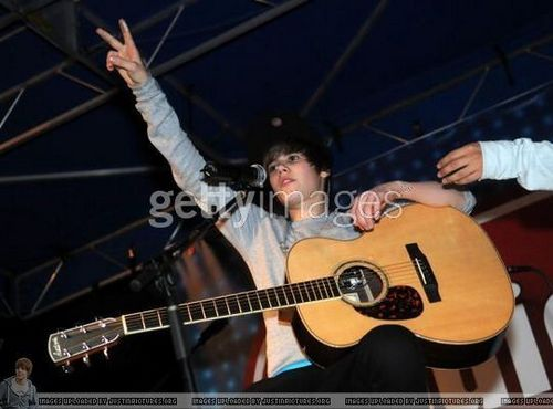 December 19th - Celebration Town Center  - justin-bieber Photo
