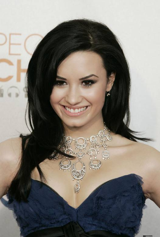 http://images2.fanpop.com/image/photos/9900000/Demi-Lovato-At-the-2010-Peoples-Choice-Awards-demi-lovato-9922837-526-780.jpg