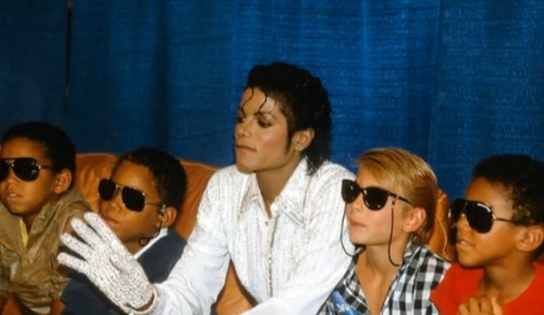 King of Pop is in the Place ...