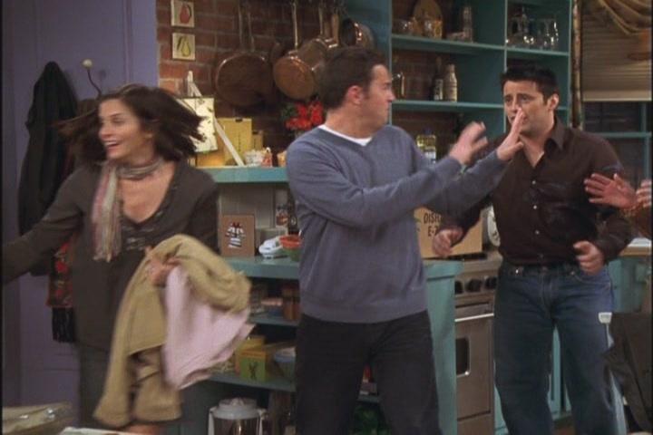 Monica And Chandler Tow Rachel 39 S Going Away Party 10