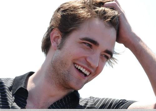 Random Pics - Smiling Rob =D