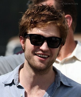 Robert Pattinson karatasi la kupamba ukuta called Rob and ray Bans