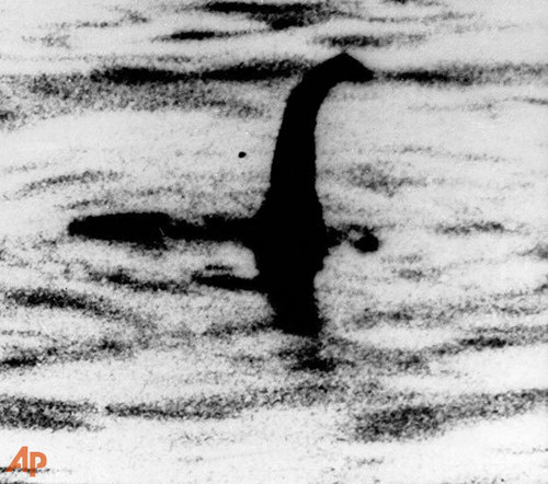 Legendary Monsters wallpaper entitled Supposed Photos of The Legendary Loch Ness Monster