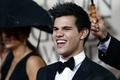 Taylor Lautner, Anna Kendrick - Red carpet at Golden Globes