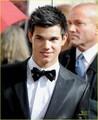 Taylor Lautner @ Golden Globes 2010 - twilight-series photo