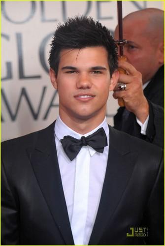 Taylor Lautner @ Golden Globes 2010