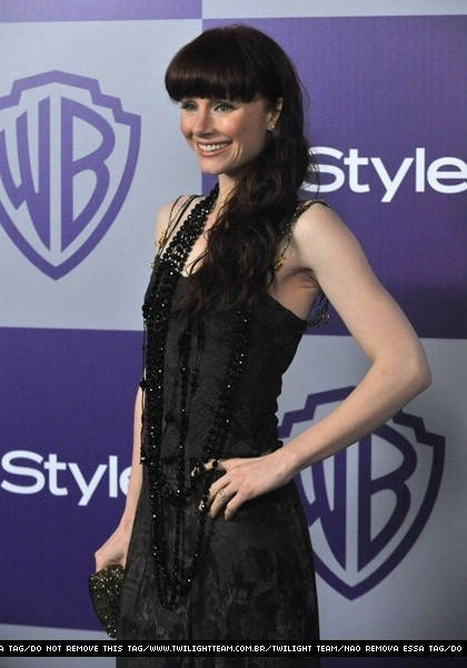 http://images2.fanpop.com/image/photos/9900000/Twilight-Cast-11th-Annual-Warner-Bros-And-InStyle-Golden-Globe-After-Party-twilight-series-9972328-420-600.jpg