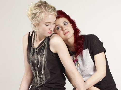 Skins achtergrond called Unoffical Emily/Naomi series 4 promo pics