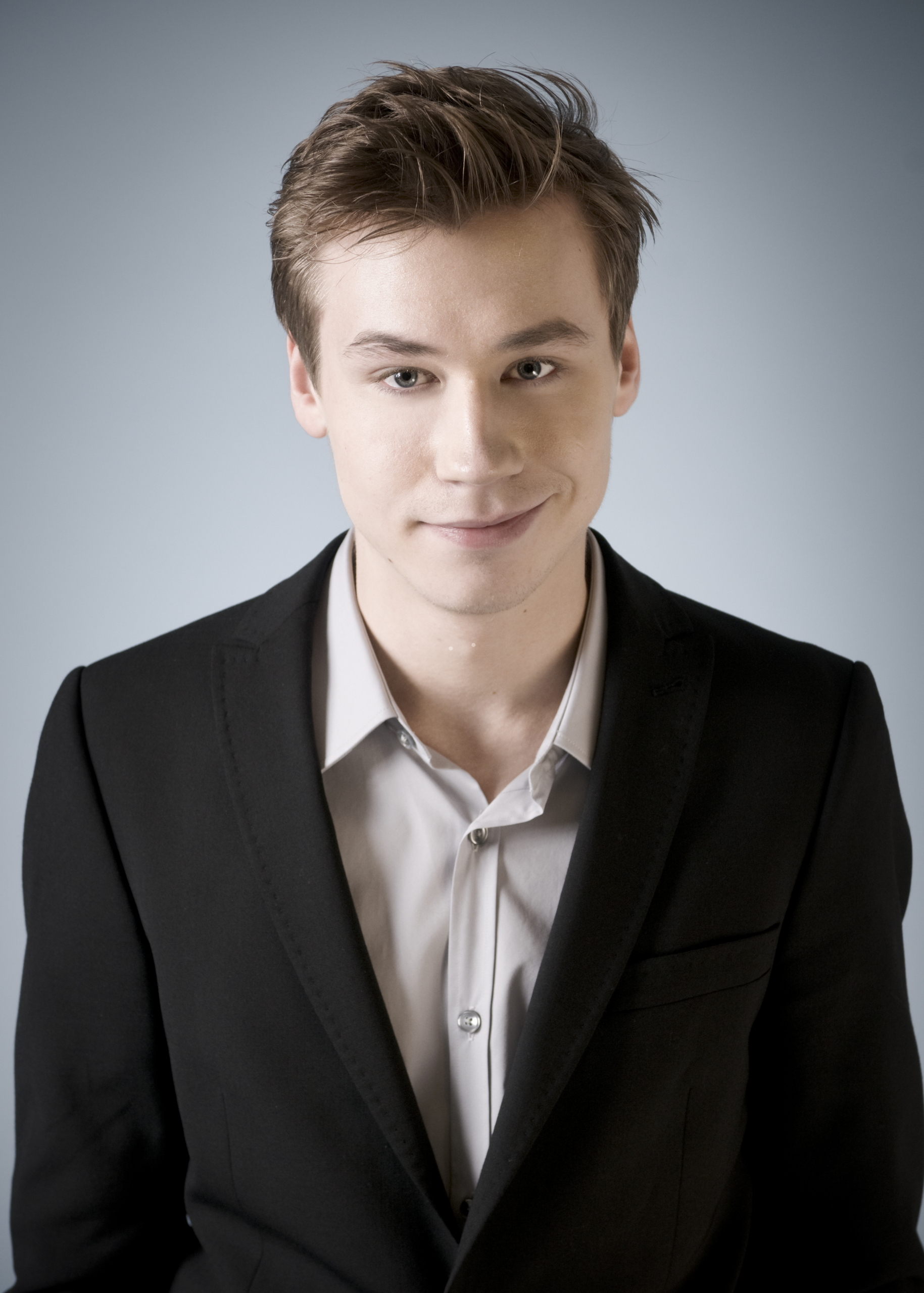 David Kross earned a  million dollar salary, leaving the net worth at 1 million in 2017