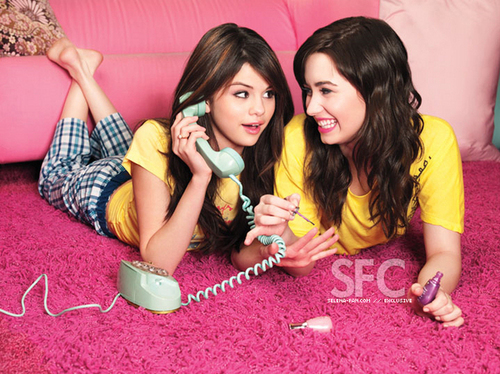Ashley & Miley vs. Selena & Demi hình nền called demi and selena