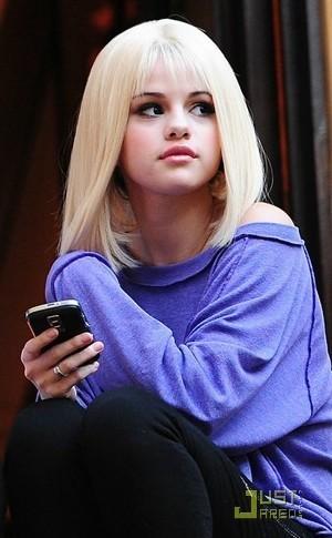 selena blondie!!