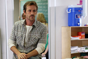 In what episode does Luke Perry guest star as unsub Benjamin Cyrus?