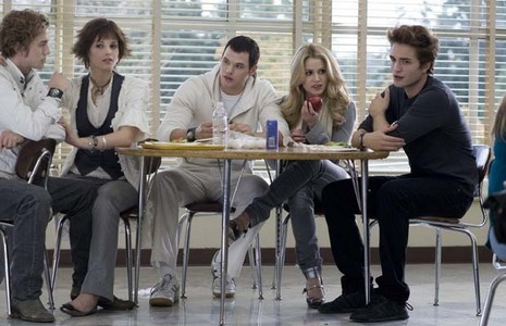 Which couple entered the cafeteria first in the beginning of the film?