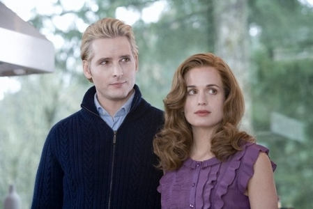 Where did Carlisle swim too after realising that he couldn't commit suicide?
