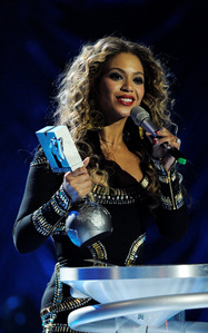 How many awards did Beyonce win at the EMA's 2009?
