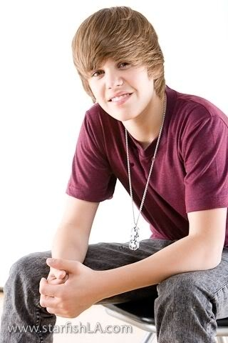How long does it take Justin to style his hair.????
