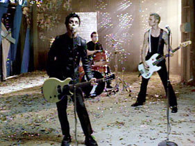 T atau F? Mike wears a pair of Creepers Shoes in BOBD?