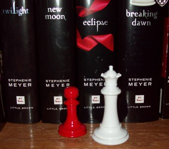 """Alice and Edward playing chess: """"I think they'd each moved ___ pawns when ___ suddenly flicked his/her king over and surrendered. It took all of ___ minutes."""""""