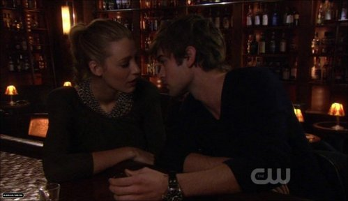 Nate and Serena kiss here! True یا False?