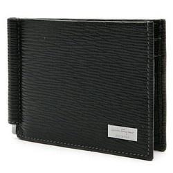 Who Mất tích a black Ferragamo wallet?