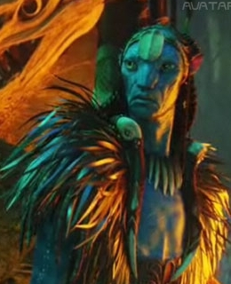 What is the name of Neytiri's father, who is also the clan chief of the Omaticayans?