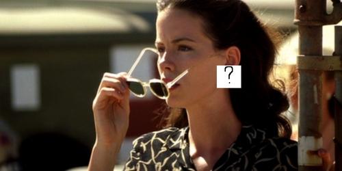TRUEorFALSE: She is wearing earings?