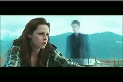 In New Moon the movie what did Jacob say to Bella when she apologized for bleeding?