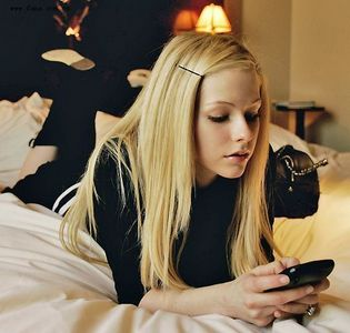 which color is favorite of Avril lavigne ?