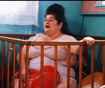 Wha type of food does Edie, played by Edith Massey, love eating in Pink Flamingos?