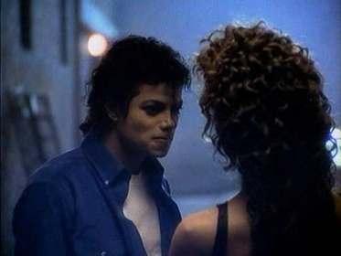 "T/F : La Toya appears in the video ""The way you make me feel"" ?"