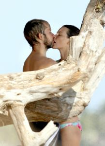 Dominic Monaghan is married to Evangelin Lily. True or false...???