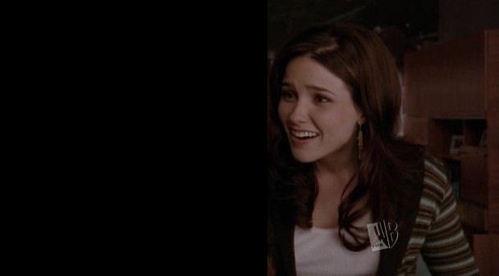 T/F : She's talking to Lucas ?