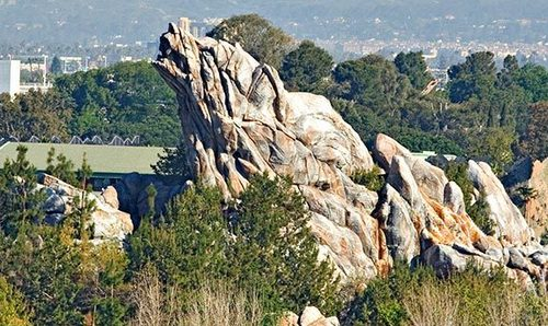 California Adventure Trivia: According to legend, who turned the grizzly chịu, gấu into Grizzly Peak?