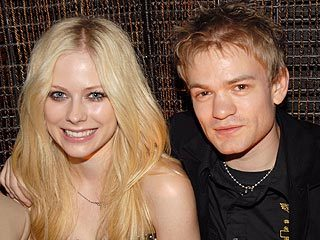 when was avril started dating deryck? when she was: