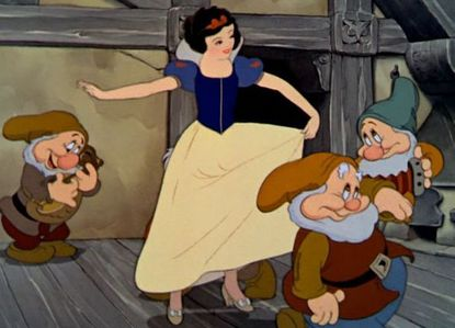 How many day(s) did Snow White spend with the dwarfs before she ate the apple?