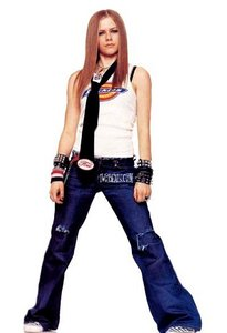 TRUE یا FALSE: Avril was bullied سے طرف کی her senior because she was a tomboy?