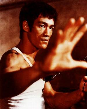 """Bruce Lee played the part of Kato in the televisão series """"The Green Hornet"""" in which year?"""
