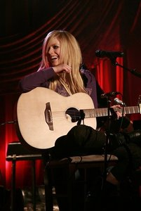 Where was the last place Avril performed on her first tour?