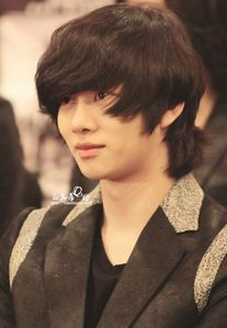 How many times did Heenim Change his hair colour?
