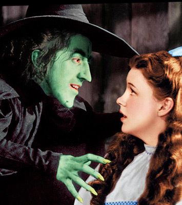 In the film The Wizard of Oz,who did Dorothy meet first on the yellow brick road ?