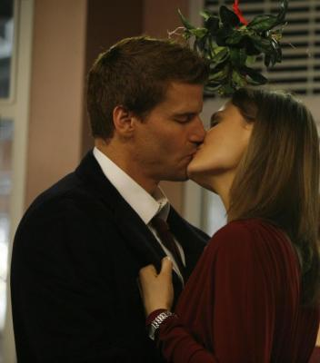 What episode did Booth and Brennan KISS?