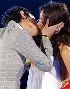 What did Kim Hyun Joong do when he saw Lee Hyori's kiss on TV during MKMF?