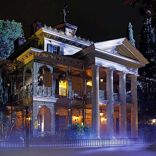 Which of the following events actually happened in Disneyland's Haunted Mansion attraction?