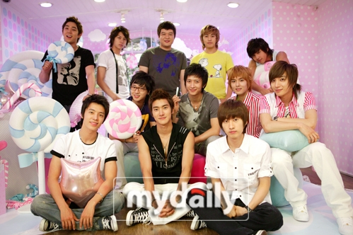 which suju member is a super fan of the color pink??????