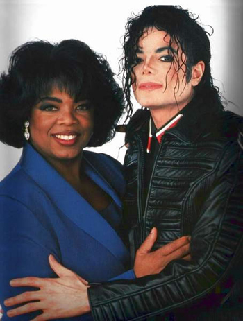 In which год Oprah Winfrey guested in Neverland to make an interview with Michael ?