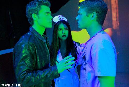 Whick part of the body had Elena and Matt around the neck?