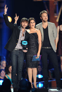 Which 2010 CMT awards that Lady Antebellum won this year?