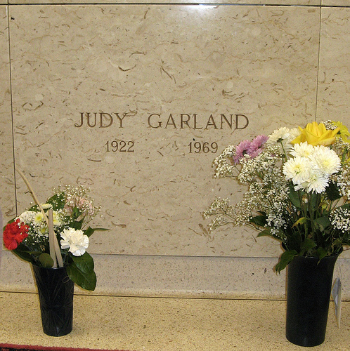 where is judy garland buried ? - The Classic Movies Trivia ...