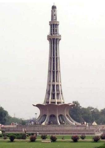 In which city is Minar-e-Pakistan?