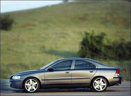 Which Cullen is the owner of this car (Volvo, silver S60R)?